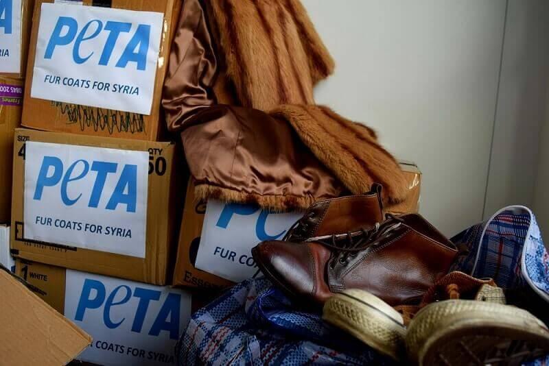PETA UK doneert bontjassen aan vluchtelingen in uiterste nood