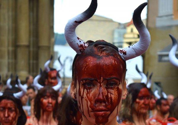 Waarom hebben 75 mensen zich zojuist vergoten in 'bloed' in Pamplona?