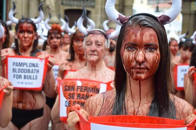 In beeld: jaren van protest tegen het stierenrennen