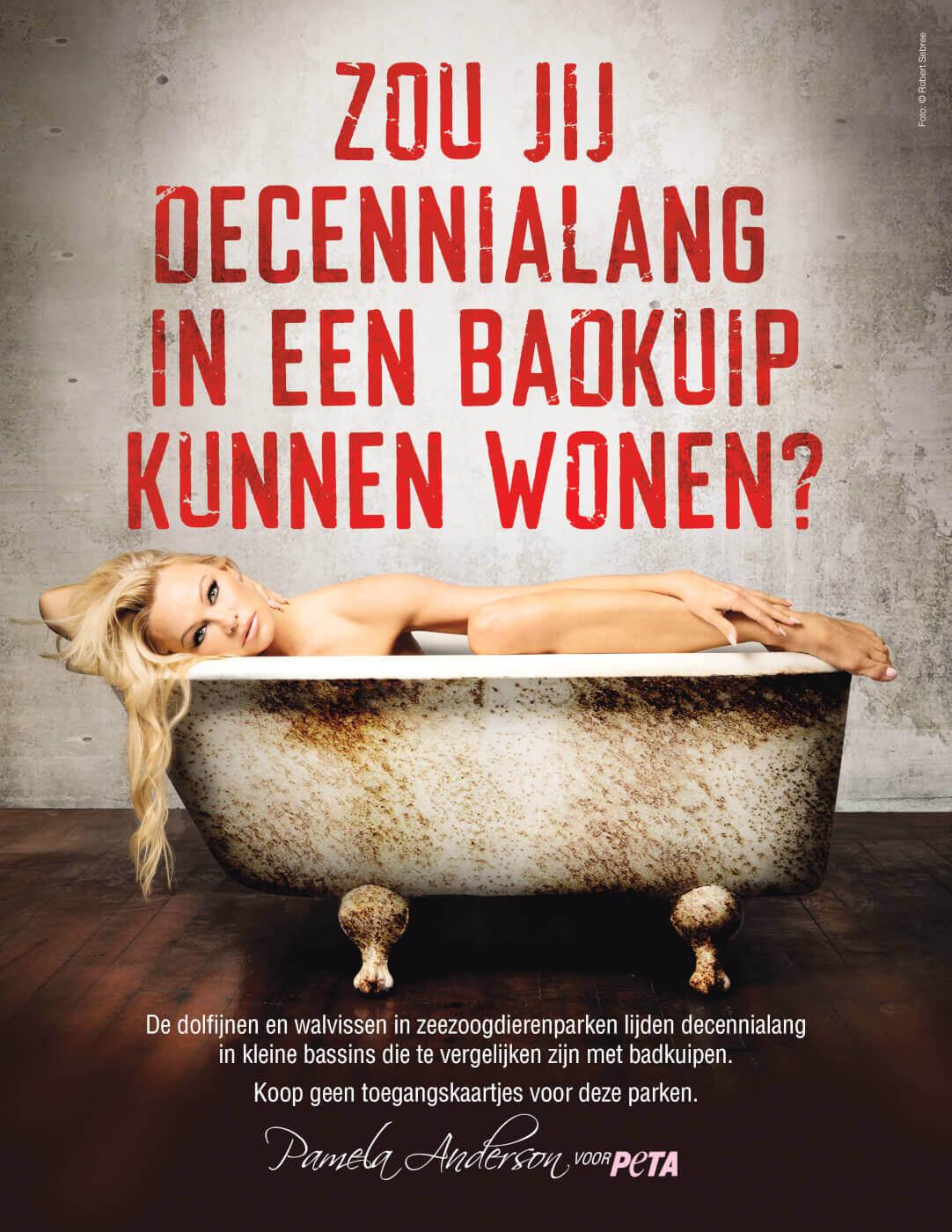 Pamela Anderson in een badkuip voor zeedieren