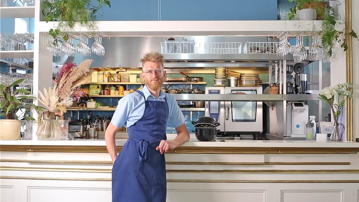 Bekroonde Vlaamse chef-kok creëert vegan mosselen met frieten voor Belgische Nationale Feestdag